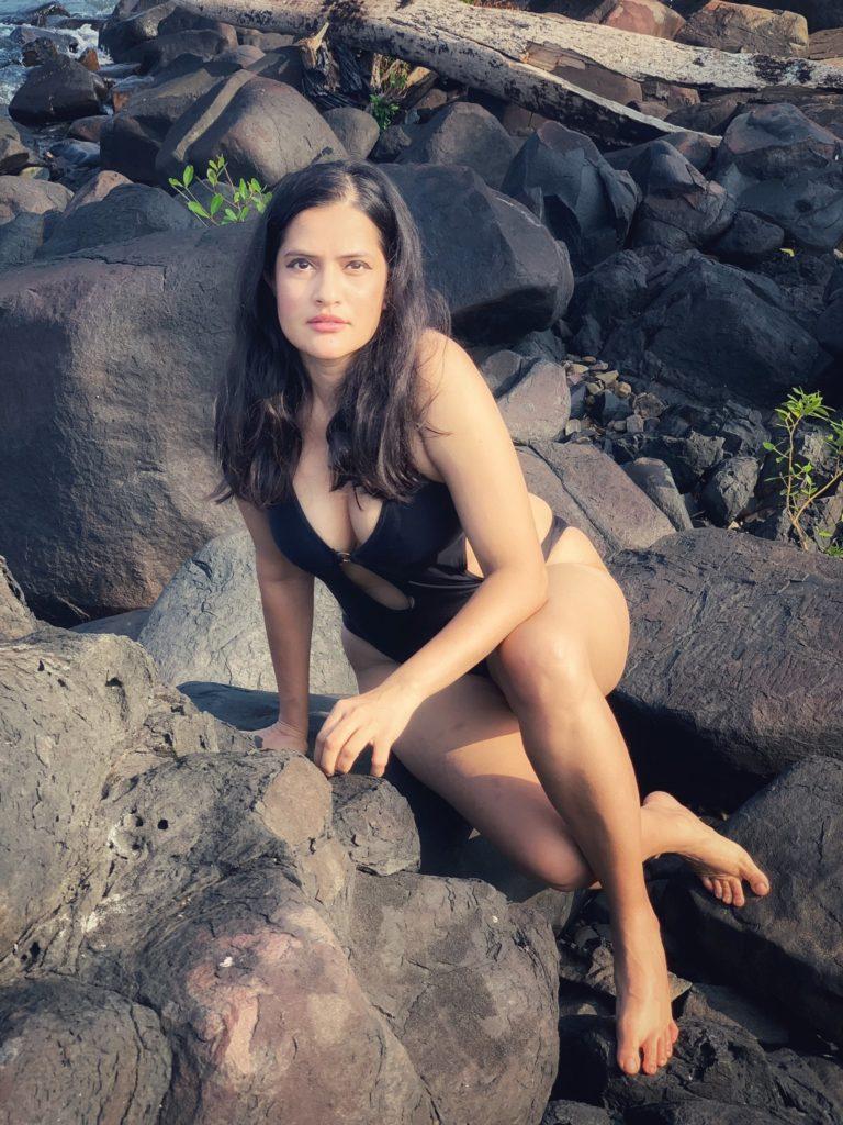 Singer Sona mohapatra bikini pictures